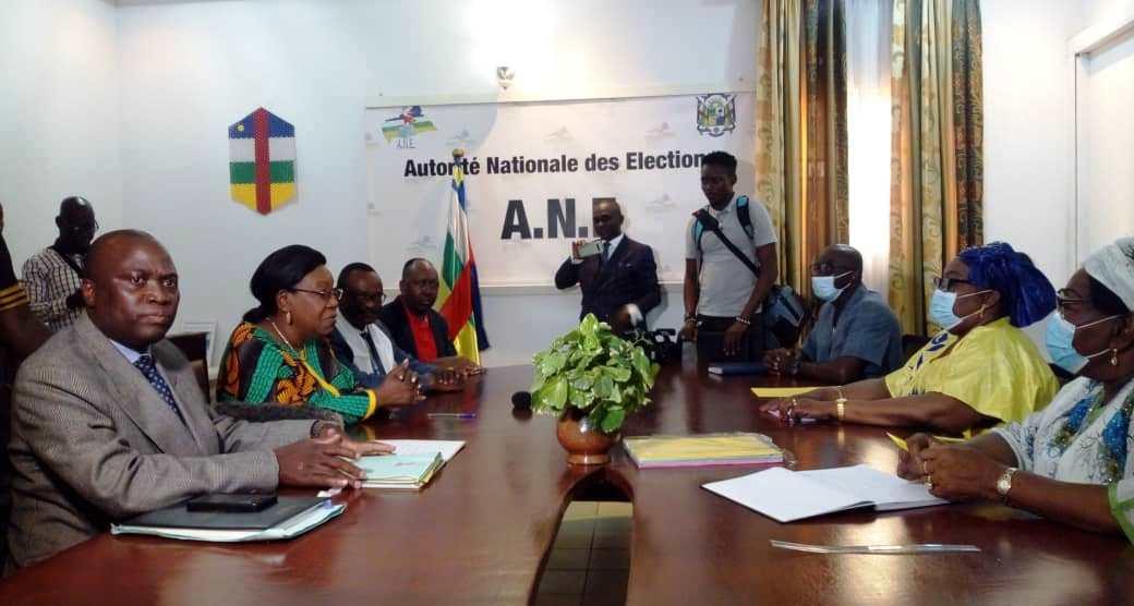 Centrafrique : Catherine Samba-Panza, première femme à déposer sa candidature à la présidentielle