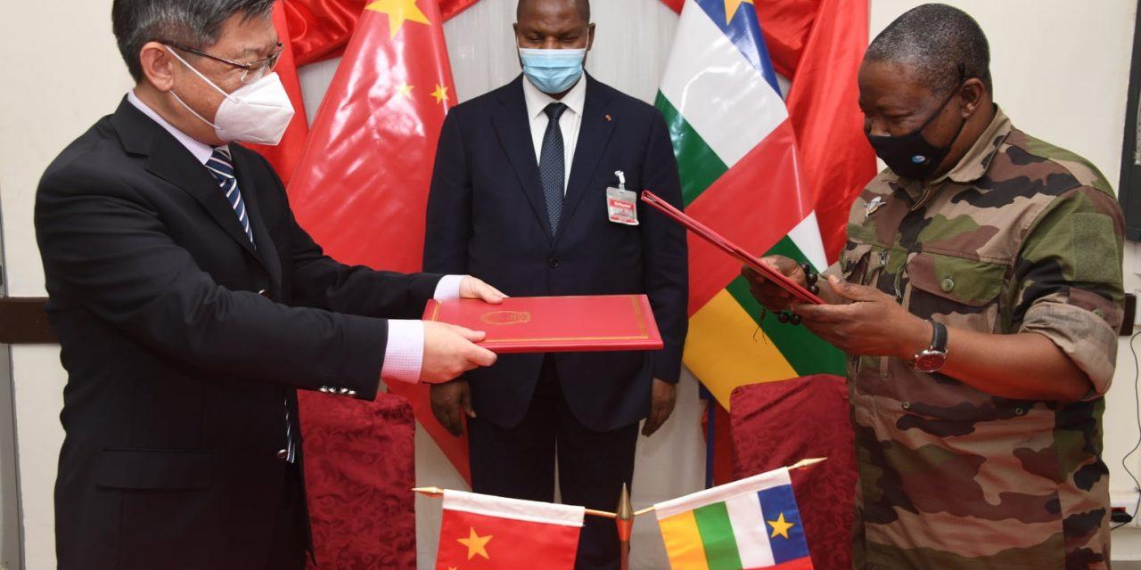La Chine fait un don de matériels militaires à la Centrafrique