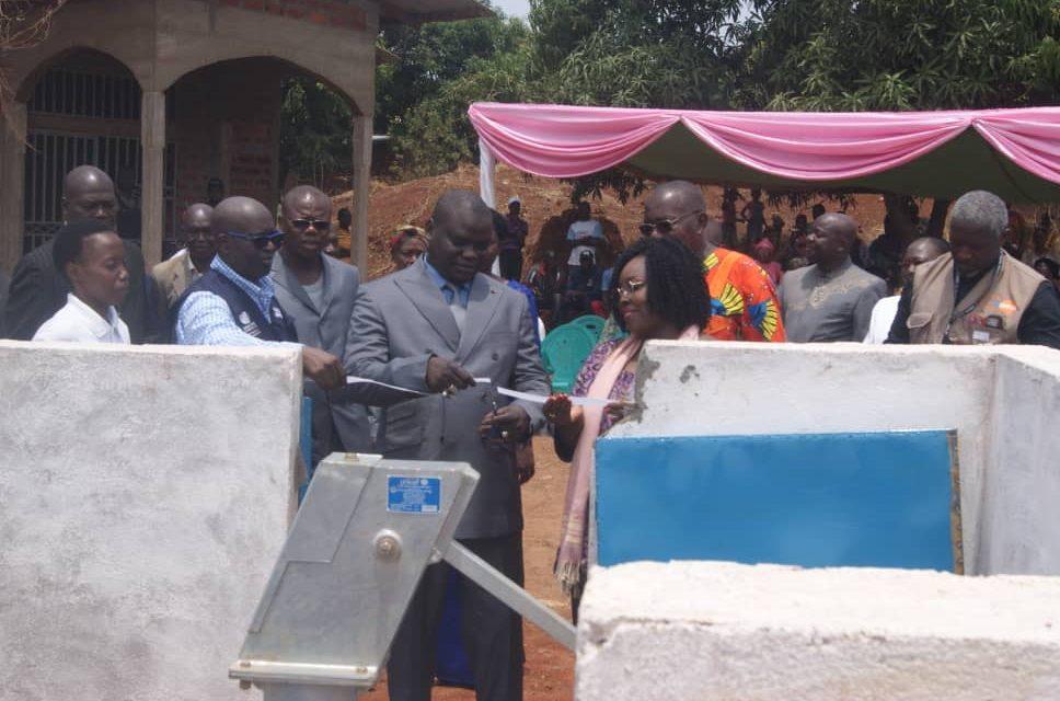 Centrafrique : L'ONU-Femme et le gouvernement remettent des forages aux communautés de Bangui