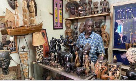 Coup de projecteur sur Ousmane Diallo, sculpteur ivoirien, réfugié à Bangui
