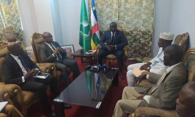 Centrafrique : Conférence conjointe du ministre de la jeunesse et du président de la FCBB sur l'avenir du basketball