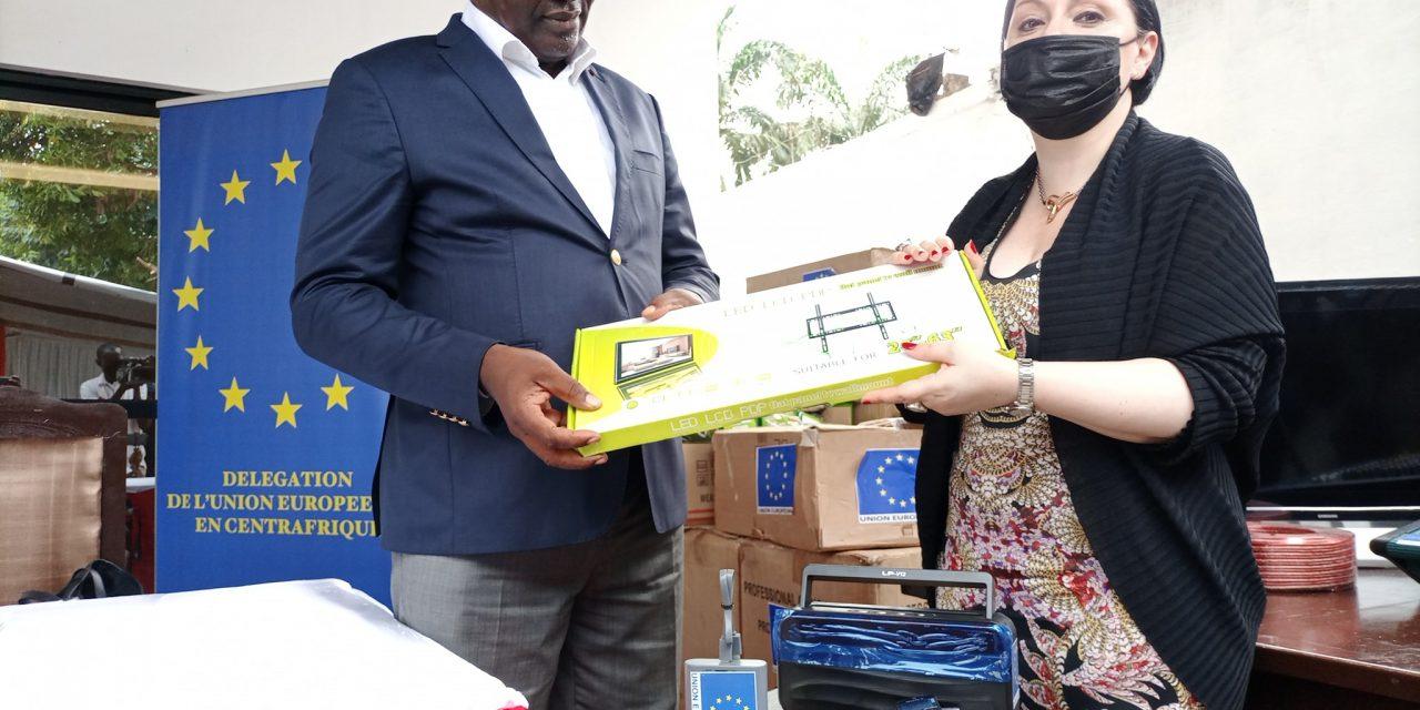 Centrafrique: L'Ue à travers ENABEL fait un don de matériels de communication au HCC