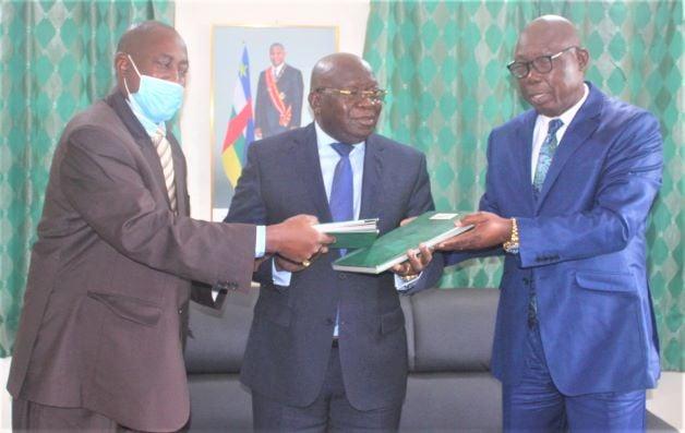 Centrafrique: Signature de la convention de 12 milliards de FCFA pour le PRAPAM